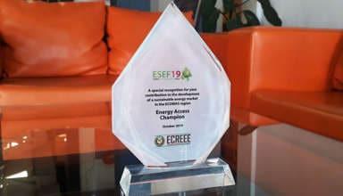 Le prix de Champion de l'accès à l'énergie durable en Afrique de l'Ouest reçu par PEG Africa