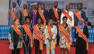 Photo d'ensemble des 13 nouveaux adhérents à l'ONAUB